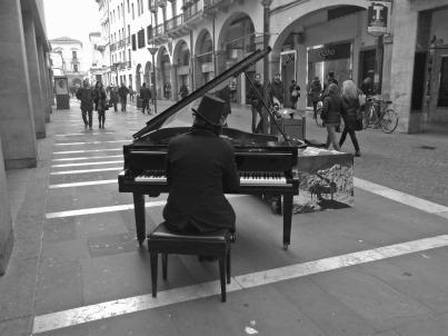 pianista fuori posto 2